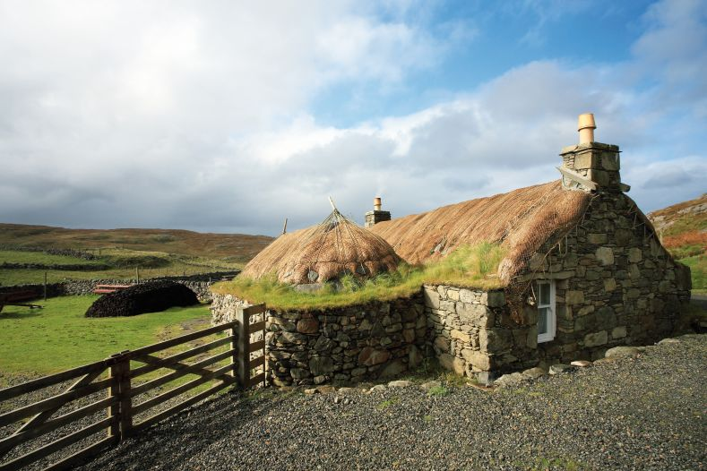 hebrides-experience-black-house-village-ile-lewis