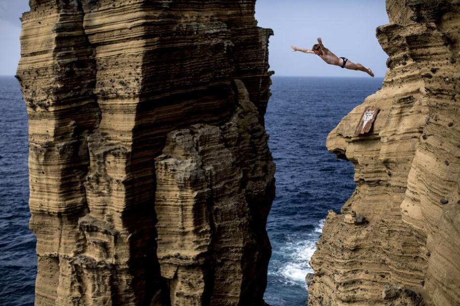 red-bull-cliff-diving-aux-acores