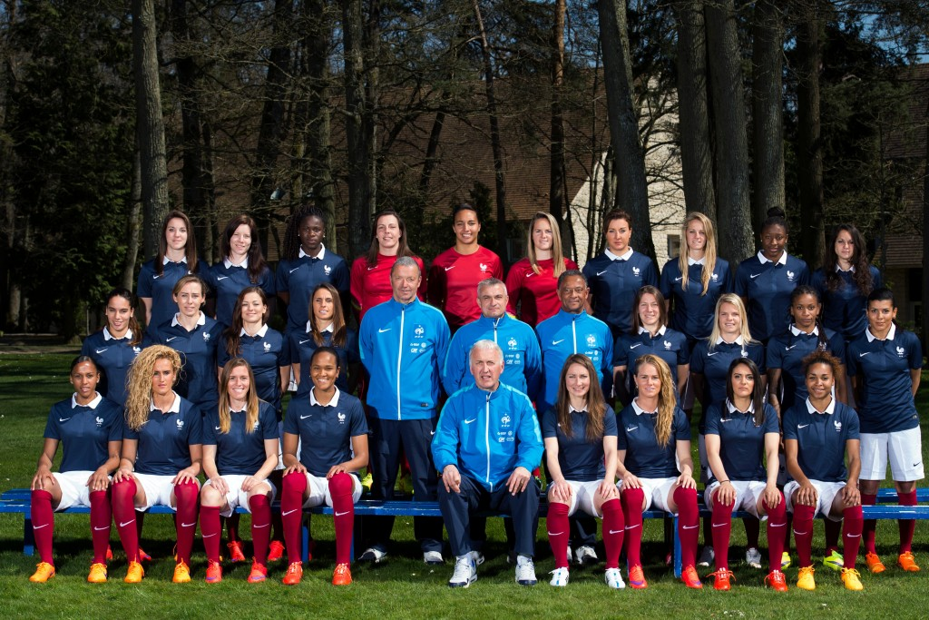 7777448648_l-equipe-de-france-feminine-de-football-le-7-avril-2015