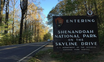 Entering_Shenandoah_National_Park_on_the_Skyline_Drive (1)